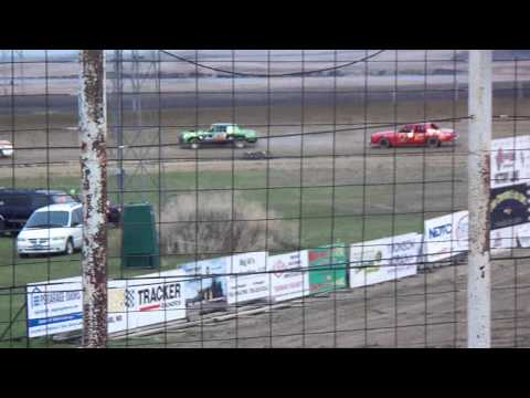 101 1314 2015-05-09 Devils Lake Speedway Pure Stock feature