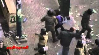 Video GRAPHIC: Video of brutal crackdown on Tahrir Sq protesters in Cairo download MP3, 3GP, MP4, WEBM, AVI, FLV Oktober 2017