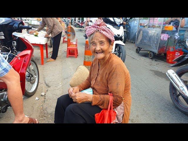 Bà ngoại 91 tuổi bán vé số: Không phải vì tiền mà ngoại nhớ 2 con đâu