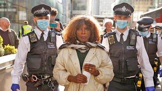 video: London mayoral candidate arrested after Extinction Rebellion campaigners smash HSBC's windows