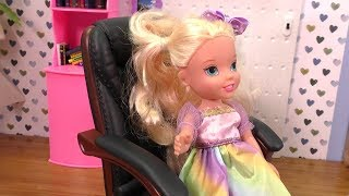 Download Who is the Boss ? Elsa and Anna toddlers Mp3 and Videos