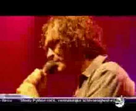 Electric Six - Gay Bar (Live at Lowlands Festival 2003) - YouTube: www.youtube.com/watch?v=oaD90ho0gAk