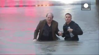TV reporter saves driver sinking in Texas floodwaters [ MUST SEE ]