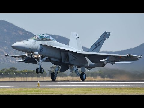 INCREDIBLE RAAF F/A-18F SUPER HORNET Display at the AVALON AIRSHOW 2017