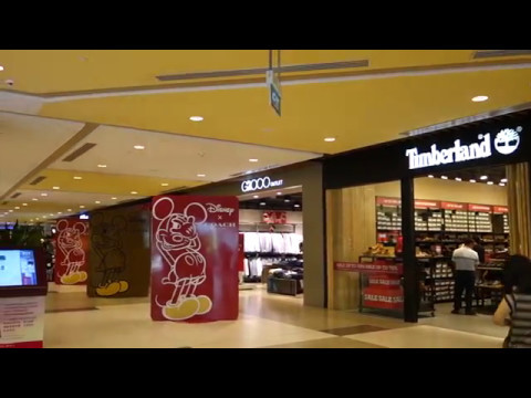 SINGAPORE'S LARGEST OUTLET MALL