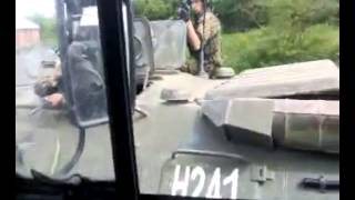 прикол,чеченцы издеваются над русскими солдатами