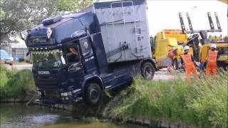 Vrachtwagen te water door ongeluk aan de Burgerweg