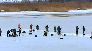 ТАКУЮ ЛОВЛЮ РЫБЫ Я ЕЩЕ НЕ ВИДЕ ЩУКА СУДА  Зимняя рыбалка 2020