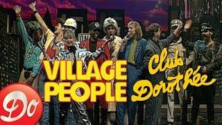 """En 1989, Dorothée et son équipe ont reçu le groupe mythique """"Villag..."""