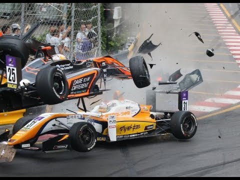 Macau Grand Prix 2018- F3 accident (Sophia Flörsch)