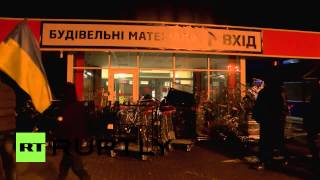 Ukraine: Protesters blockade Lviv mall they say owned by Yanukovych(Thousands of anti-government protesters blockaded a large shopping centre in Lviv late on Wednesday. They say the complex is owned by President Viktor ..., 2014-02-20T01:02:53.000Z)