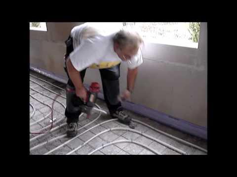Spiksplinternieuw Tacker MAX HN120 plaatjes vloerverwarming bevestigen - YouTube JL-33