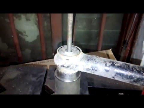 Cмотреть видео Ремонт задней ходовой (классика) ваз 2101-2107. Замена резиновых втулок штанг(тяг)