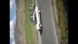 إنقلاب سيارة 307 بمدخل مدينة باتنة أفريل 2013