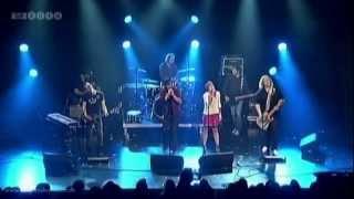 Magtens Korridorer feat. Sys Bjerre - På Vej (Live @ Gaffa Prisen 2012)