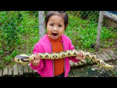 Trò Chơi Con Rắn Thần Và Mụ Phù Thủy - Bé Nhím TV - Đồ Chơi Trẻ Em Thiếu Nhi