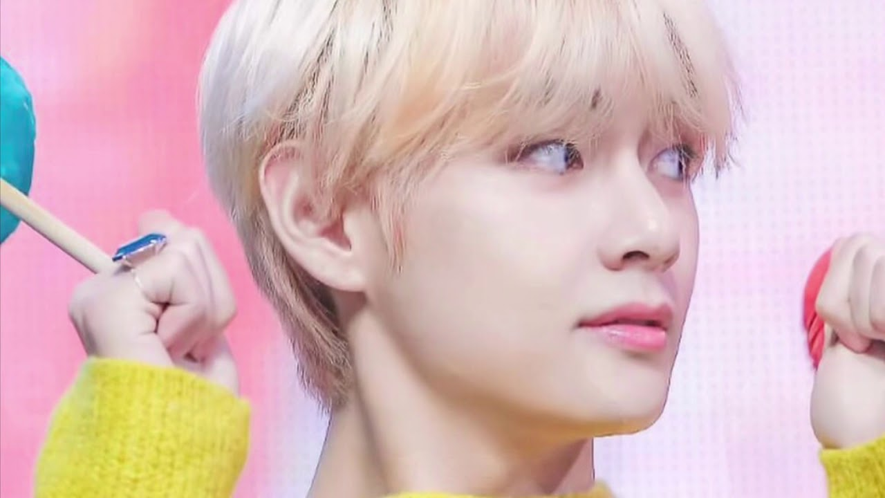 Taetzu Bts V Twice Tzuyu Gda 2019 Cute Moment Youtube