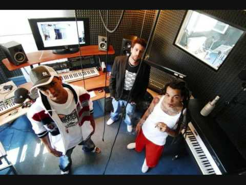 VACCA - SOLO UN MP3 ft TWO FINGERZ