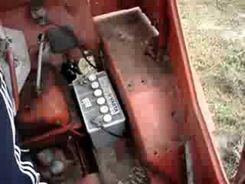 МТЗ прёт по болоту - YouTube