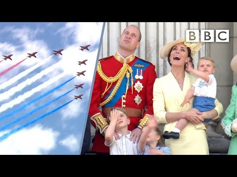 Prince Louis' perfect royal wave! 👋✈️🤴 | Trooping the Colour 2019 - BBC