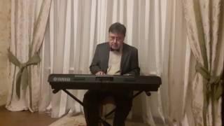 Юра исполняет музыку из фильма  Оттепель