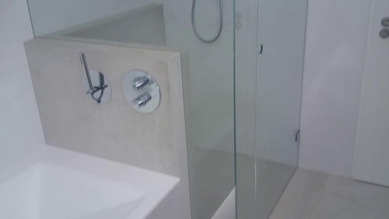 Solid Surface Badkamer : Solid surface badkamer met groot formaat tegels youtube