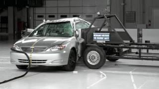 2004 Toyota Camry side IIHS crash test