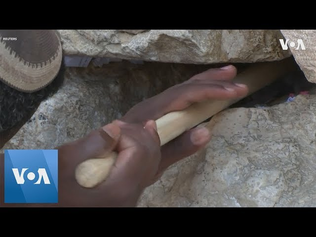Thousands of Notes to God Removed from Jerusalem's Western Wall