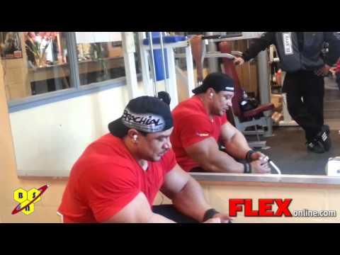 Roelly Winklaar trains Back and Biceps