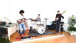 Vanny Tonon Trio - Playin in the Yard