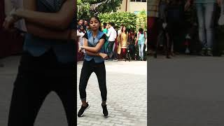 What a dance by a student girl in college 😲😲😲😲😲
