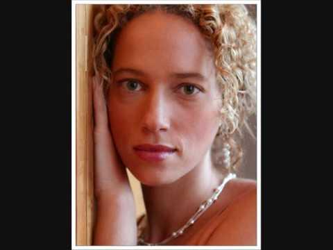 """""""Carita de Ángel"""" - Dominican Song - performed by Ines Thomas Almeida"""
