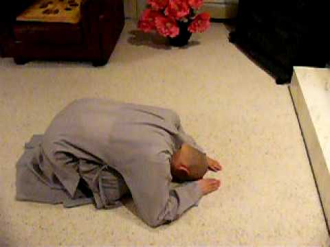 How to do prostrations in Chinese Buddhism - front view