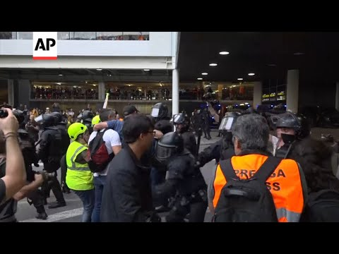 Clashes at Barcelona Airport over Catalan verdicts