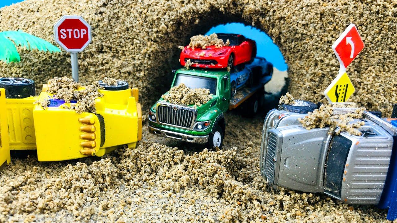Camiones Infantiles - Choques y Caídas de Carros en Autopista de Arena Kinetica - Videos Infantiles