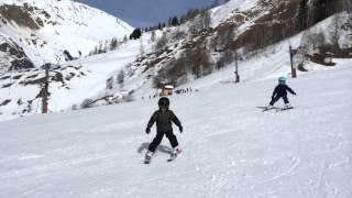 Франция, горнолыжные тренировки для детейй и взрослых.(Горнолыжные навыки трехлетних детей после десяти дней тренировок (три часа в день). Совершенствование ..., 2015-07-31T11:09:46.000Z)