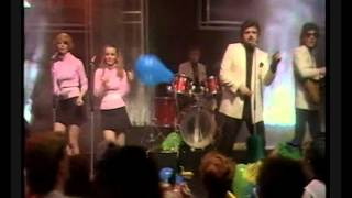The Maisonettes - Heartache Avenue (TOTP 1982)