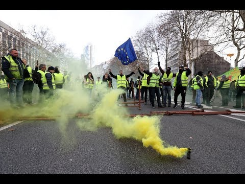 Police deploy tear gas as 'Yellow Vest' protest in Paris turns violent