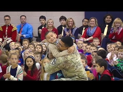 Military dad surprises son at school