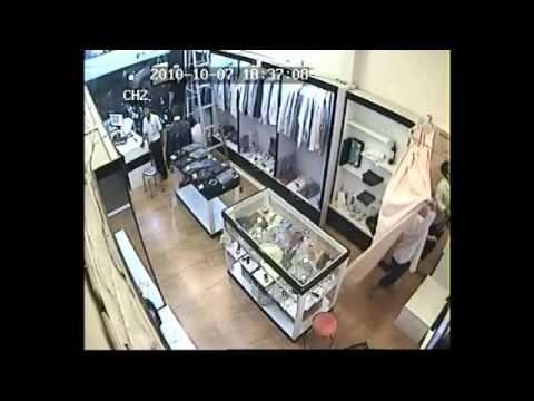 Clip ăn trộm hàng hiệu tại shop thời trang - GIALAIEXPRESS.COM