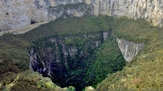 Top 10 Biggest Sinkholes In The World    Pastimers