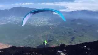 富士山頂からパラグライダーでテイクオフ!Paragliding takeoff from Mt. Fuji !!