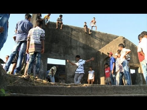 Mumbai slums inspire Indian b-boys