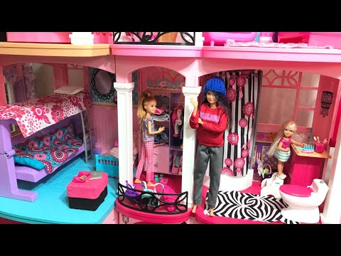 Barbie Skipper Stacie Chelsea in the DreamHouse Cleaning!!