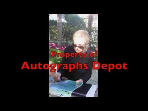 The very rare & reclusive Lorraine Gary signing autographs in Los Angeles