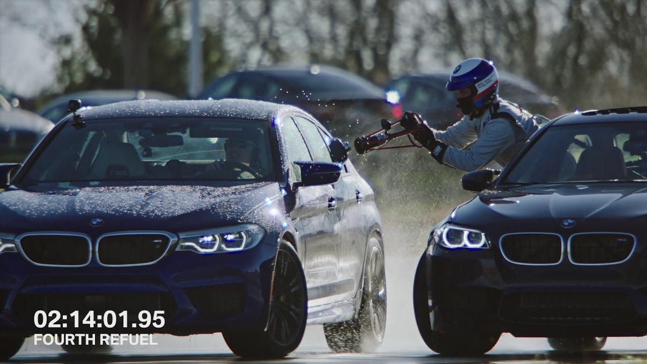 תדלוק מכונית תוך כדי נסיעה בהחלקה | 2 שיאים עולמיים נשברו