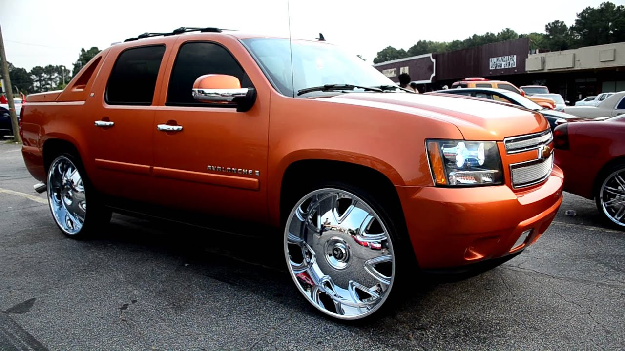 Chevy Avalanche On 30 Quot Dubs With Floating Center Caps