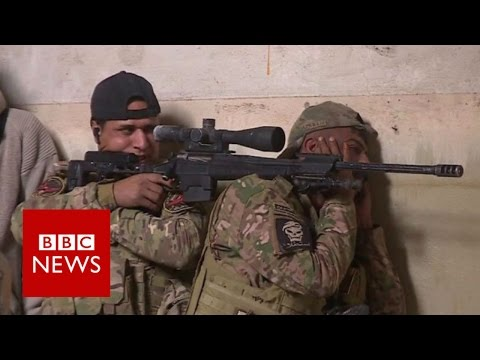 Mosul: Iraqi troops hunt deadly IS snipers - BBC News