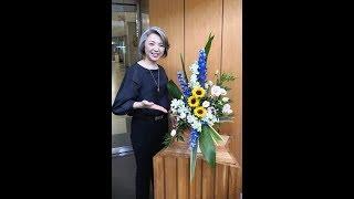 農林水産省からの要請に基づき、(財)国際花と緑のセラピー協議会が、農水省の玄関に花セラピーアレンジ作品を2015年3月から定期的に...