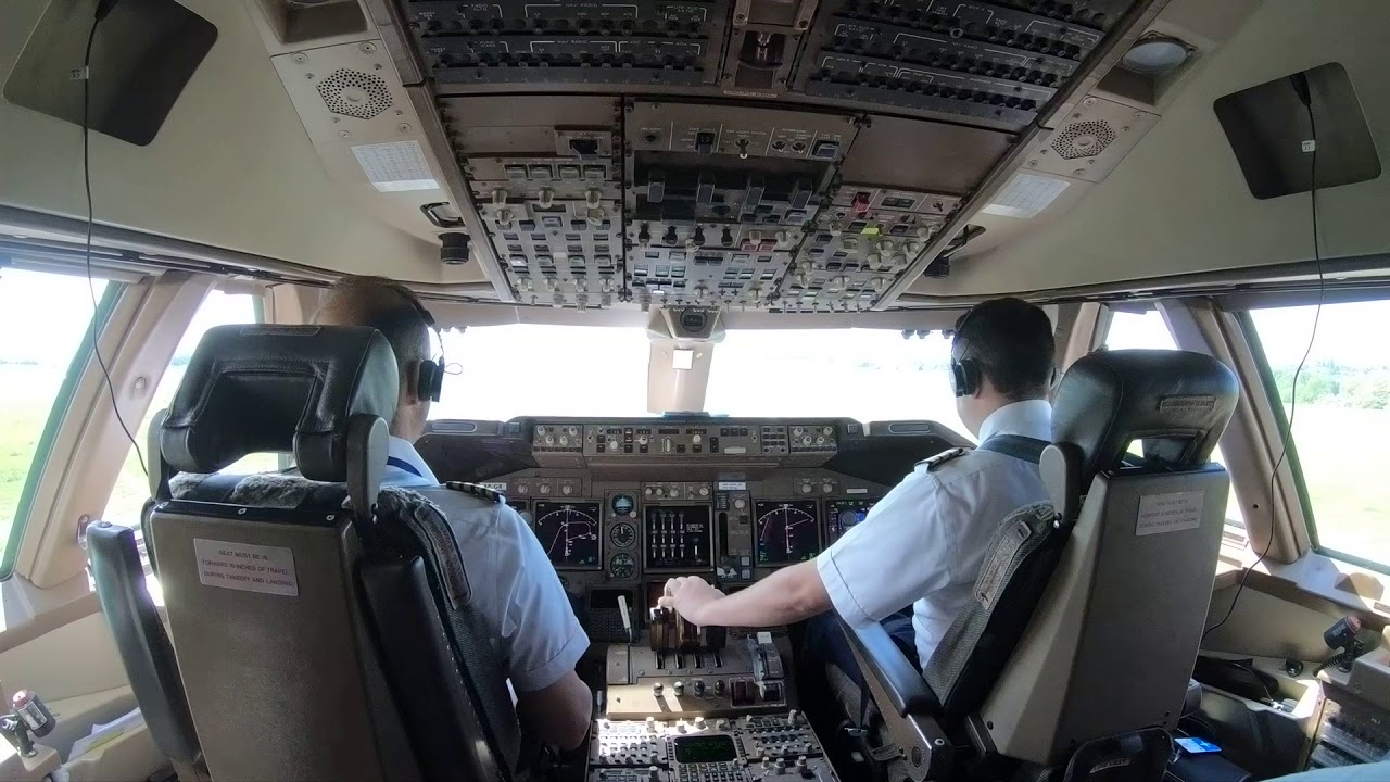 takeoff of boeing 747-400  cockpit view